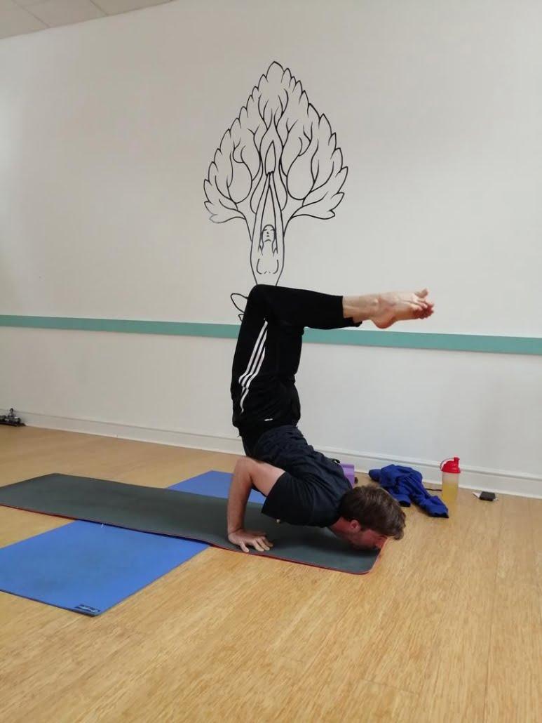Astanga_Tring Yoga Studio_Chin balance