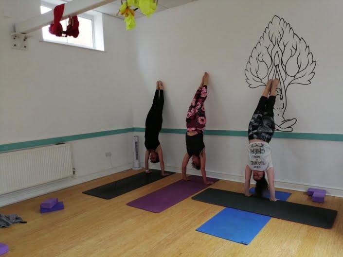Astanga_Tring Yoga Studio_Handstand Girls_2