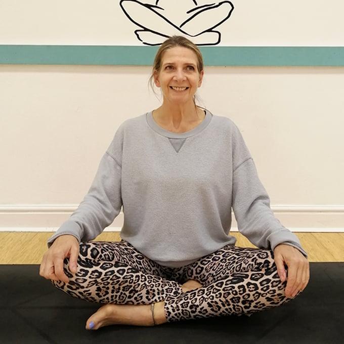 Nicky _Tring Yoga Studio _Flow_Yin_Yogi Barre